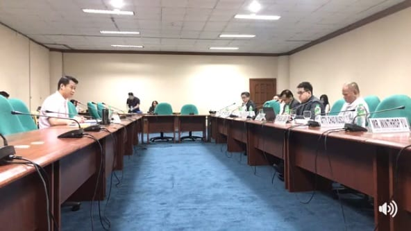 Sen. Sherwin Gatchalian (left) presiding the hearing on mobile number portability