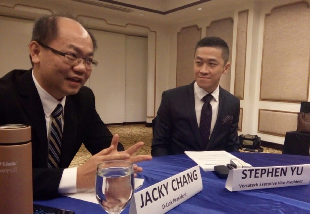 D-Link president Jacky Chang (left) and Versatech executive vice president Stephen Yu